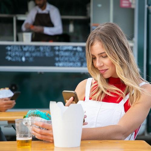 https://kpiteng.com/assets/blogs/restaurant-strategies-2021.jpg